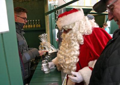 Julemanden køber julegaverne hos Destilleriet Als